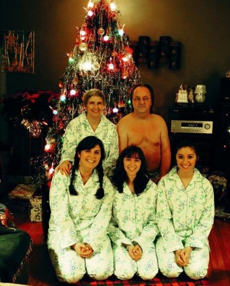 Weirdest-Christmas-Family-Photo-Ever